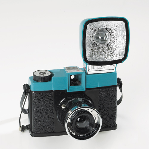 Lomography-Diana-F-Camera-and-Flash-Kit-Final-1