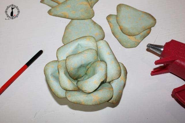Cómo hacer una rosa de papel 13