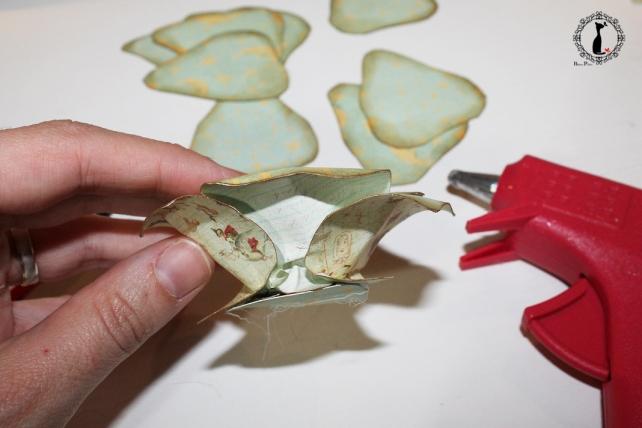 Cómo hacer una rosa de papel 14