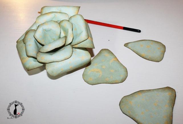 Cómo hacer una rosa de papel 15